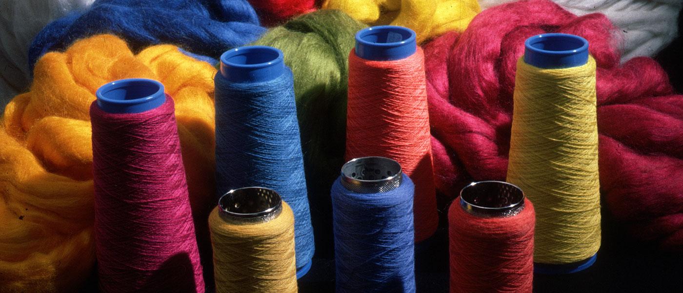 CSIRO_ScienceImage_16_Dyed_Wool_Reels
